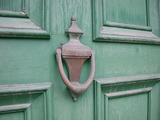 320px-Old_Brass_Door_Knocker